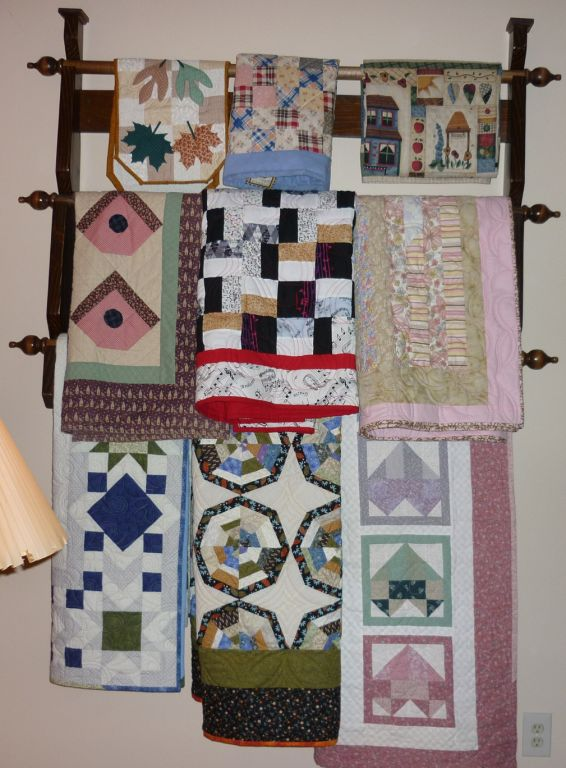 Quilt rack with quilts